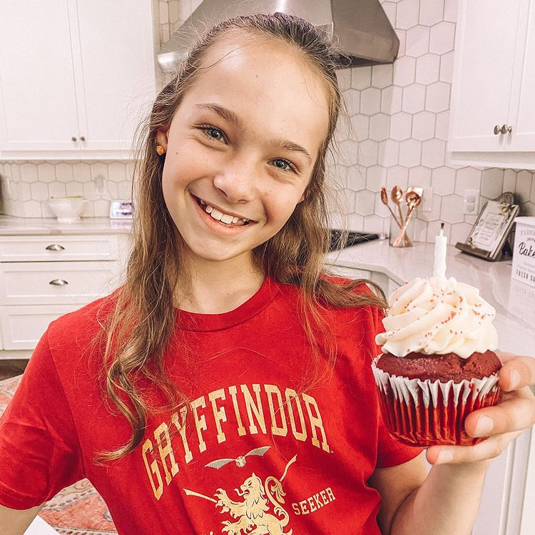 Addy Maxwell biography, phone number, address